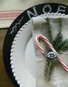 Easy Christmas Dinner Decor...