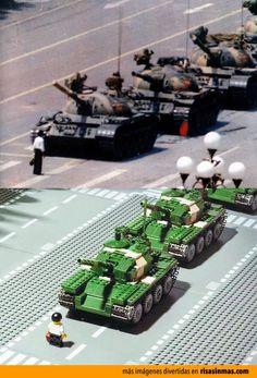 El hombre del tanque de Tiananmen versión LEGO