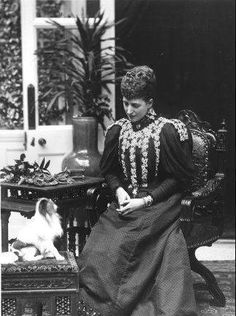 queen alexandra, bowing to her japanese chin.