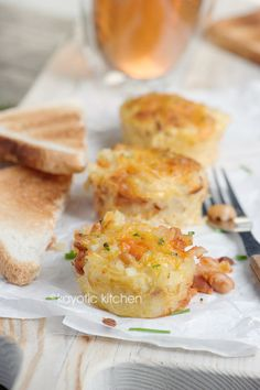 {english breakfast cups} hashbrowns, bacon crumbles, white beans in tomato sauce + a homemade cheesy gravy - pop it all in a muffin tin!