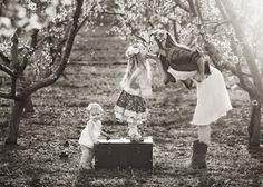 kiss, orchard, famili photo