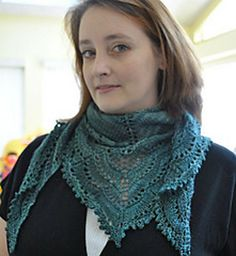 Pretty and lacy shawlette