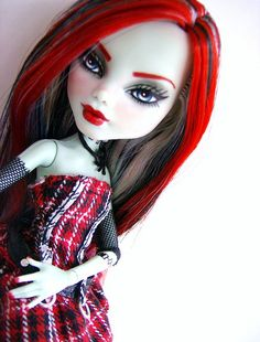 Monster High repaint - London by Alison Borman, via Flickr