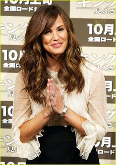 Jennifer Garner Style Long Hairstyle always like a little side bang on her...