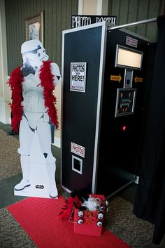 Star Wars Wedding Photo Booth - Inspiration for Mobella Events, www.mobellaevents.com