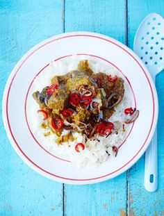 Malaysian beef curry- A rich, fragrant rendang curry. This boldly spiced stew is seriously tasty but easy to make, so it's an amazing midweek meal   Jamie Magazine beef curri, food food, curri night