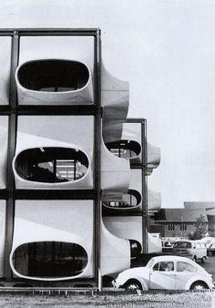 Bureaux AZM (Algemeen Ziekenfonds voor de Mijnstreek) - Heerlen - Hollande / Architecte: Laurens Bisscheroux / Construction: 1972 / Bâtiment détruit en 1987 #office #architecture
