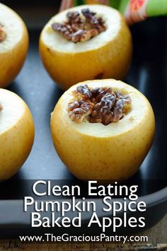Yummy treat for sweet cravings -- Clean Eating Pumpkin Spice Baked Apples #cleaneating