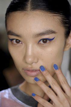 Farblich passender Nagellack zum Augen Make-up, ein Trend für 2015!