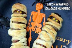 Easy #Halloween #Recipe: #Bacon Wrapped Sausage Mummies #buy3save3 #pmedia #ad http://www.surfandsunshine.com/halloween-recipe-bacon-wrapped-sausage-mummies/