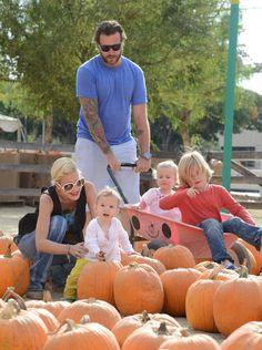 Tori Spelling y su marido preparan Halloween con sus hijos