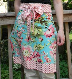 Teaginny Designs: Apron in an Hour Remix- tutorial using 2 fat quarters