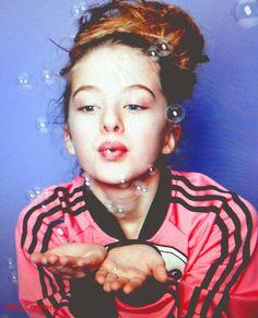 Anaïs Gallagher Noel's kid