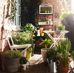 Small urban garden? MÄLARÖ chairs unfold to relax, fold up and away to get more room for gardening.