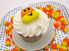 Cutest candy corn cupcake toppers EVER <3