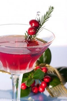 Christmas Cosmopolitan | #christmas #xmas #holiday #drinks #christmascocktails #holidaydrinks