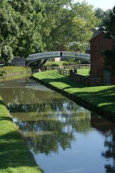 Braunston Turn.    Grand Union Canal, Northamptonshire