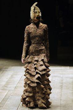 Alexander McQueen alexander mcqueen, fashion, mcqueen fall, coutur, art, fall 2006, feather, 2006 rtw, alexand mcqueen