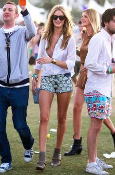 A very leggy Rosie Huntington-Whitely took Coachella by storm in super short-shorts & black, oversized sunnies