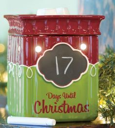 Tis the Season Full-Size Scentsy Warmer PREMIUM - Tis the Season is the answer to the burning question. Is it Christmas yet? Help your little ones or yourself, keep track of the days until Santa's arrival with this cheery green-and-red warmer.