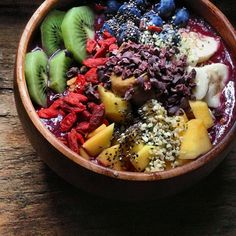 Sambazon Acai Bowl with 8 Superfoods, Granola and Fruit (Kiwi, Mango, Banana, Blueberries, Strawberries) for Breakfast | Breakfast Criminals