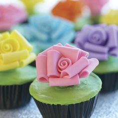 Plant these perky pastel roses on cupcake tops for a spring feel ! It's easy using the bow loop rose petals technique featured in The Wilton Method of Cake Decorating Course 3.