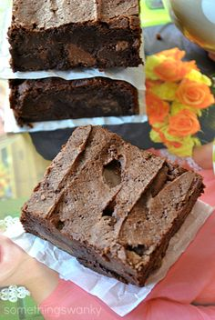 Browned Butter Brownies are SUPER amazing. They are super decadent, but I could still eat the whole pan! #brownies #recipe