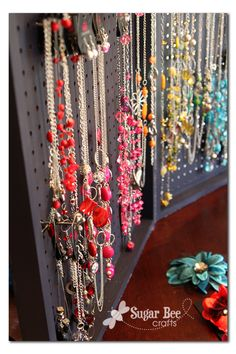 PEG BOARD JEWELRY DISPLAY DIY  Sugar Bee Crafts: sewing, recipes, crafts, photo tips, and more!: Peg Board Display Case