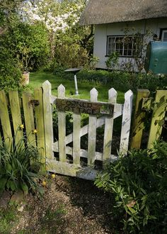 Lady Annes Charming Cottage: Charming Garden Gateways...