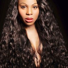 Get super sexy waves with our light weight, easy breezy and beautiful Body2Wavy hair #onychair #onyc #body2wavy #summerlook #wavyhair #virginhair #sexyhair