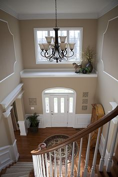 a warm inviting entrance... Circle rug and items on upper ledge