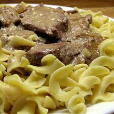 Slow Cooker Creamy Beef Stroganoff | Let the slow cooker do all the work- a creamy, delicious and hearty meal.