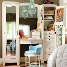 Man! Wish I had room for this makeup/dressing vanity.