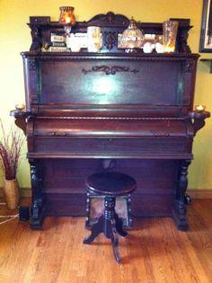 Antique pump organ from Dominion Organ and Piano Company Ltd, Bowmanville Ontario Canada $350