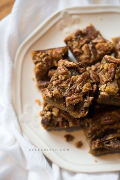 Pumpkin Praline Bars - If you're looking for a quick and easy pumpkin treat, this recipe is for you! One bite and you'll be hooked on these pumpkin praline bars. from @crissy