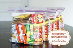 72 hour kits for emergency preparedness - A Bowl Full of Lemons  #Preparedness #emergencykit #foodstorage