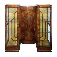 Walnut Art Decó bookcase/cabinet