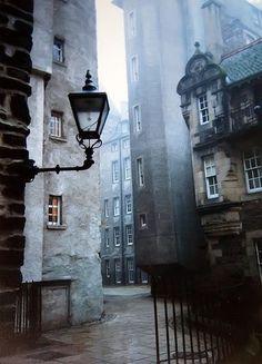 Old Town, Edinburgh, Scotland   photo via home-biba.