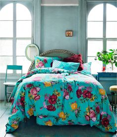 floral bedspread..love Bedding, Bed Covers, Wall Colors, Interior, Bed Sets, Window, Vintage Floral, Blue Bedrooms, Bed Sheets