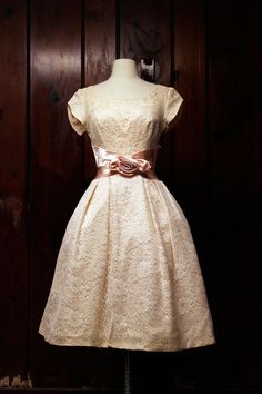 1950s wedding dress. lace & satin prettiness!