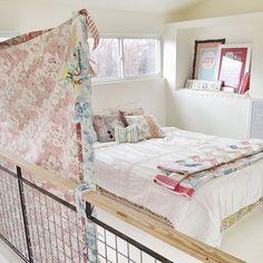 Ingeniosa, alegre y bonita improvisación de dormitorio para invitados, por Ashley Ann Campbell.