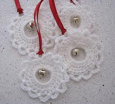 Crochet pattern:  http://chalkygilbert.blogspot.de/2011/12/quick-and-pretty-crochet-garland.html  Made this with red yarn on a 36mm plastic ring and wove a piece of white yarn over and under the double crochet posts (tied with a bow).  This pattern is user-friendly, as there's no stitch counting aside from ch5.