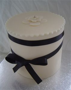 bow cake, color palettes, black bow