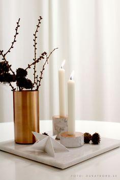 Chunk of marble ljusstakar, Menu. Marmorbricka och kopparvas från H. Skjalm P. http://www.dukatbord.se/