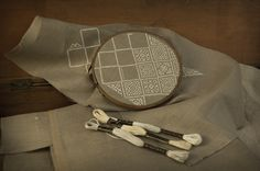 How to get started cross stitching. A few tips on basics for beginners, including what you need and how to choose the appropriate materials. Courtesy of Modern Folk.