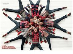 Cute family snowflake photo idea for Christmas for a large family!