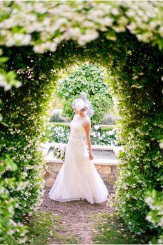 Elegante Brautkleider mit Pailletten in 20er Jahre Vintage Hochzeit  Inspiration für die 20er Jahre Vintage Hochzeit