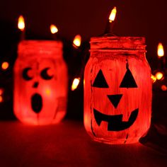 Every year I say I'm going to make some of theses... Jacked Up Halloween Jars #Halloween #craft hoilday crafts, halloween crafts, painted mason jars, halloween mason, halloween jar, everything mason jars