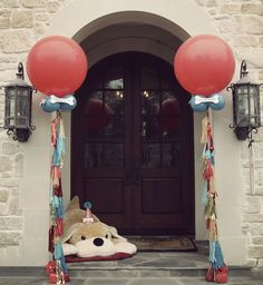 CLASSIC PUPPY PARTY by WH HOSTESS: The main entrance balloons