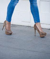 Grrrrrrrr .... look at those heels!